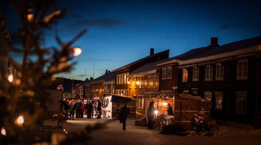 Stemning i Bergmannsgata fra Sangerhuset 2 Julemarked foto Bjørg Moen Skancke