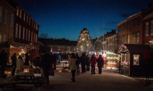 stemning-i-bergmannsgata-fra-sceneomradet2-julemarked-foto-bjorg-moen-skancke